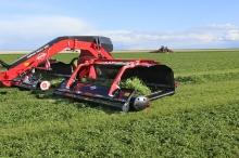 KUHN Merge Maxx 950 bugseret pickup rive