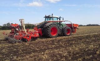 KUHN TF 1512 fronttank leverer gødning ved subsoiling